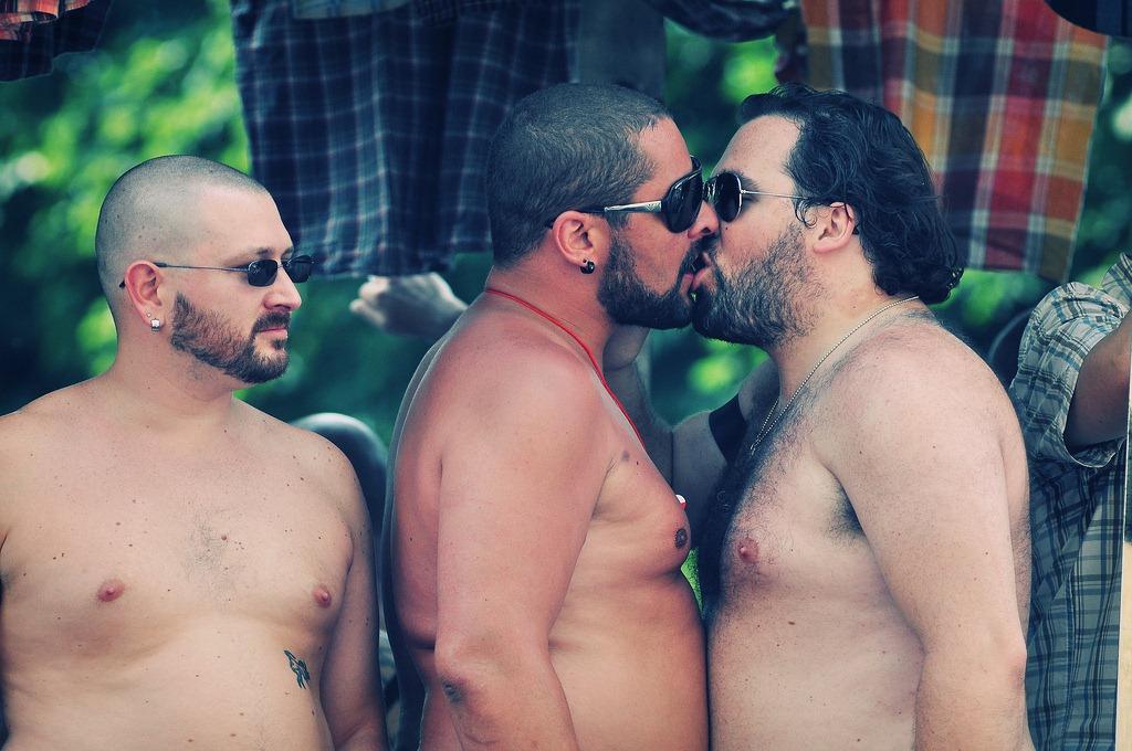 bares de osos gays en paris