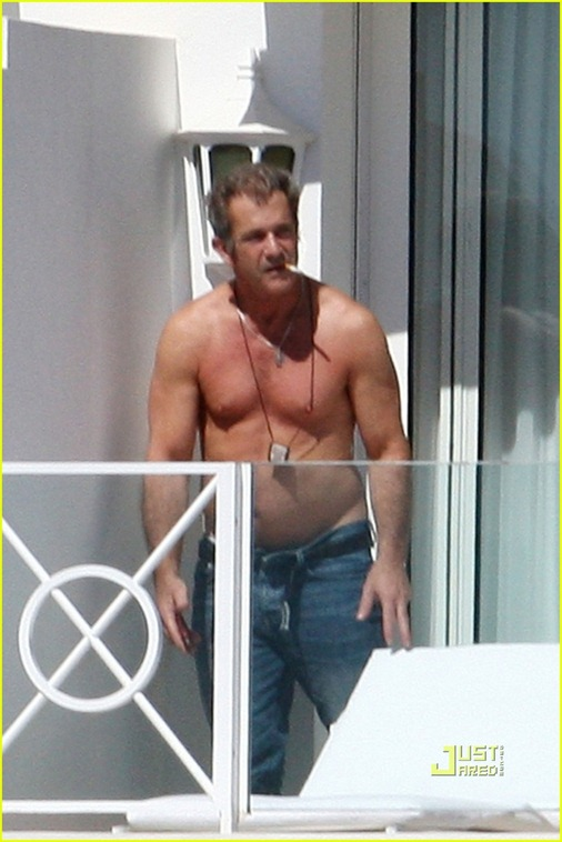 mel-gibson-shirtless-cannes-03