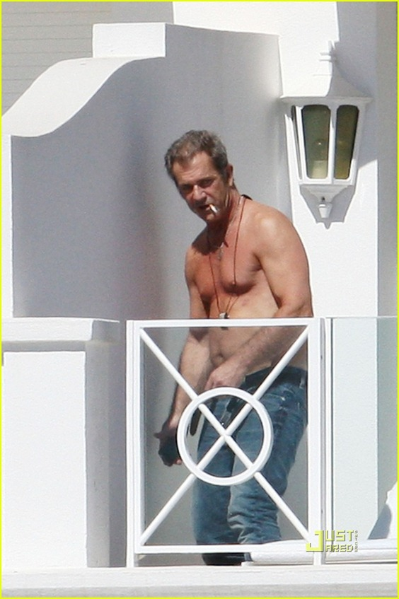 mel-gibson-shirtless-cannes-04