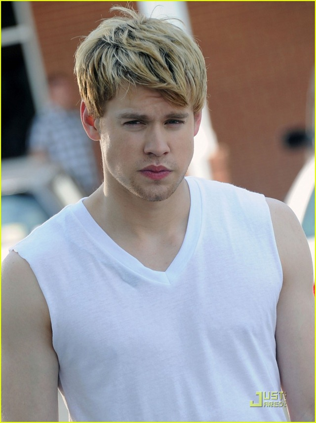 chord-overstreet-is-brad-pitt-in-thelma-and-louise-spoof-06