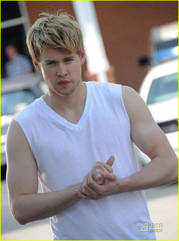 chord-overstreet-is-brad-pitt-in-thelma-and-louise-spoof-07